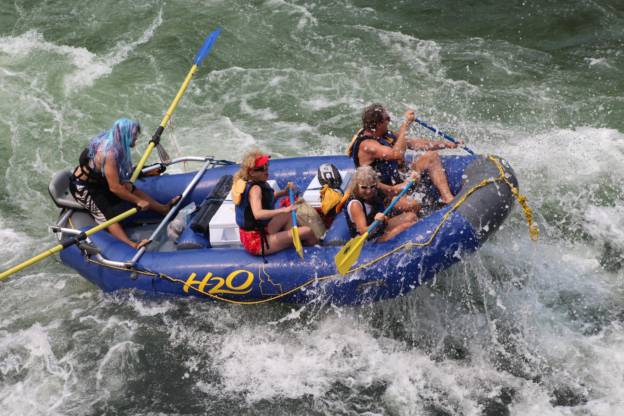 H20 paddle crew nails the slot on the Salmon River. (Courtesy H20 Idaho)